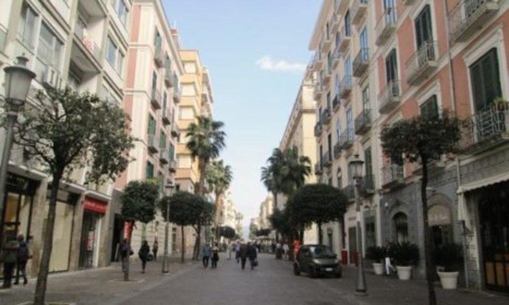 Salerno: tentato furto ai danni di un negozio in Corso Vittorio Emanuele