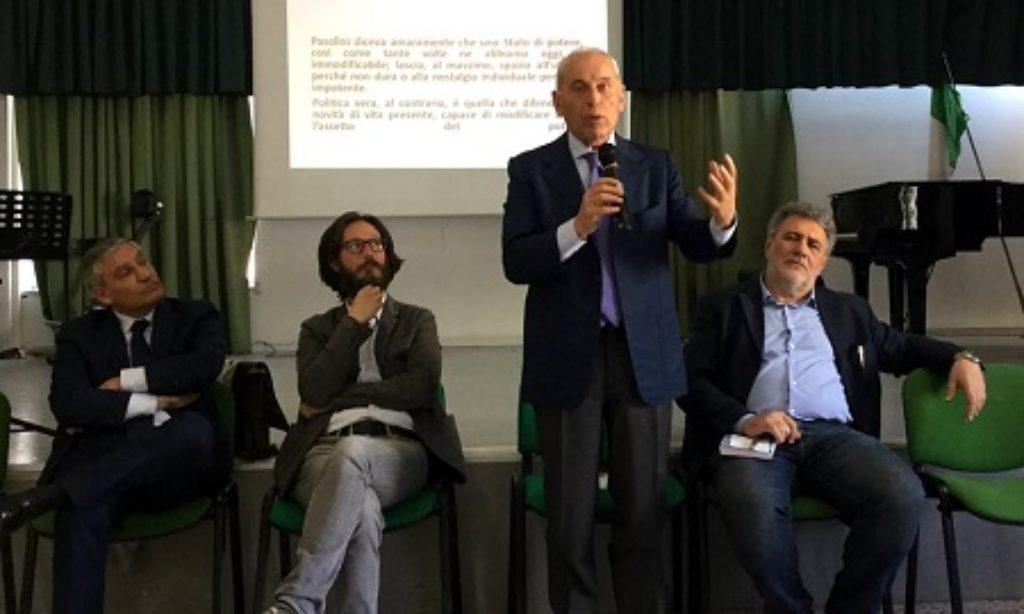 """Al Liceo Statale Alfano I : """"Coincidenze e Poteri"""" con Carmelo Conte"""