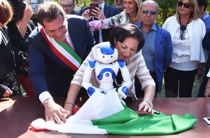Pontecagnano Faiano: presentato alla Dante Alighieri il robot umanoide