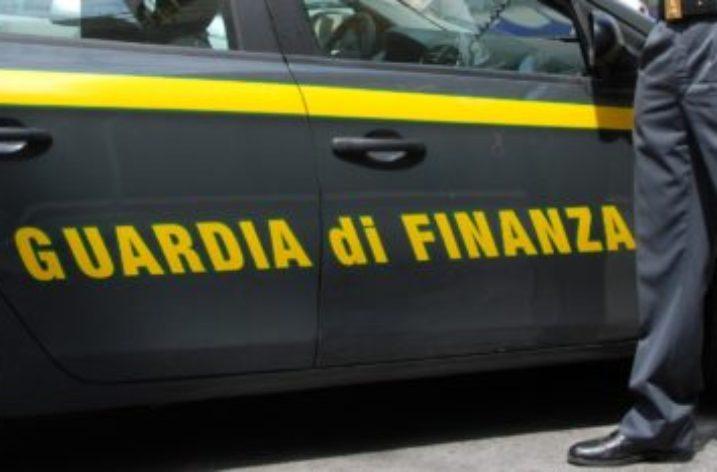 Caserta: Concorsi truccati, arrestato dipendente civile del Ministero della Difesa