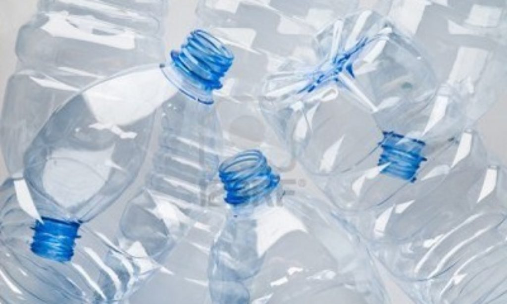 Scocca l'ora della bottiglia di plastica