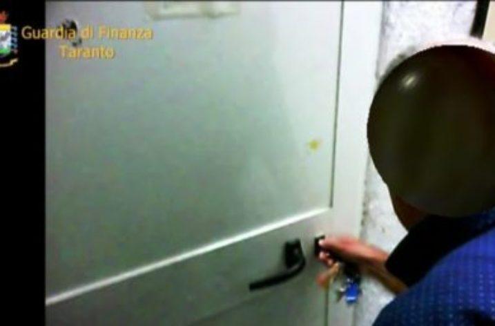 Dall'Italia- Arrestato a Taranto usuraio, falso cieco