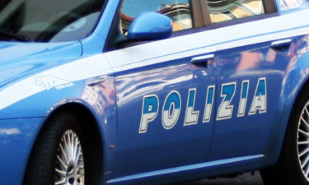 Su uno scooter con patente sospesa, senza assicurazione e coltello in tasca: denunciato