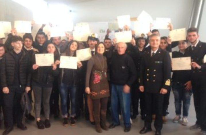 Lupetti di mare dell'IISS Giovanni XXIII: consegne dei diplomi alla Stazione Marittima