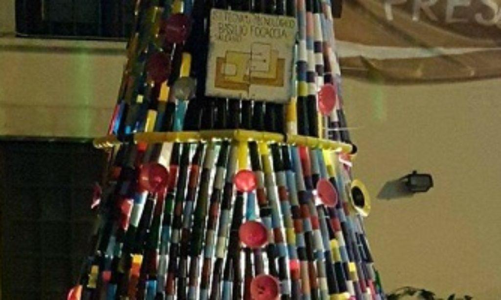 Dall ITT Focaccia a Piazza Matteotti per l Albero di Natale dei ragazzi diversamente abili
