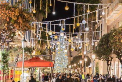Albero Di Natale 8 Dicembre.8 Dicembre La Tradizione E La Magia Dell Albero Di Natale Salerno