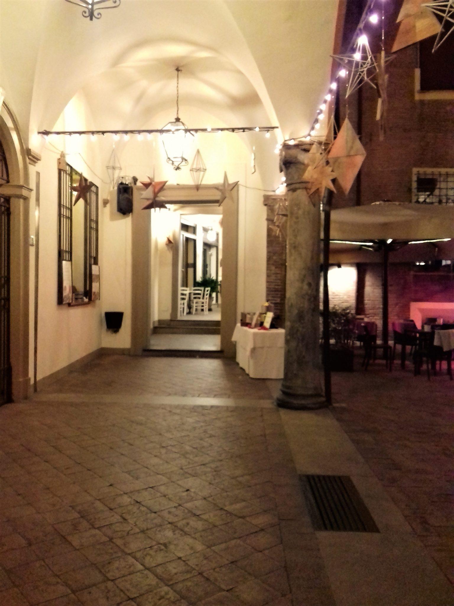 Corte isolani a bologna un cammino nella storia for Porticati vecchio stile