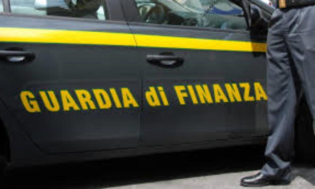 GdF Salerno: Frode fiscale nel commercio del carburante, cinque arresti
