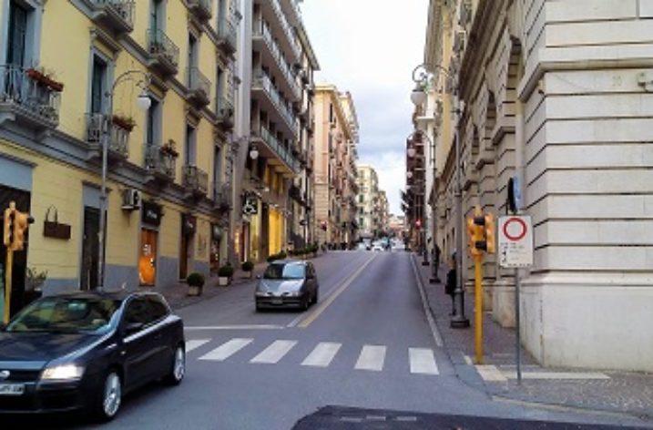 Via dei Due Principati a Salerno: 'A sces r' à villa
