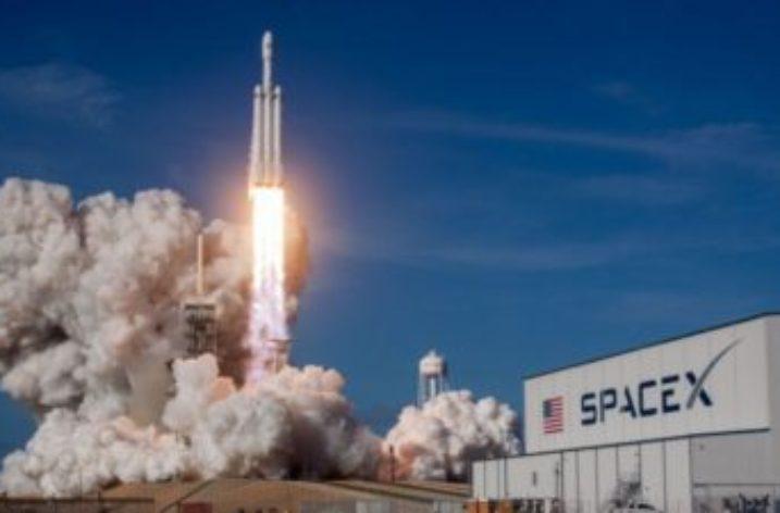Alla conquista dello spazio: partito il super razzo Falcon Heavy verso Marte