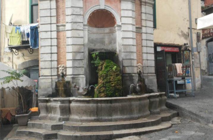 Violenta lite in Piazza Sedile del Campo