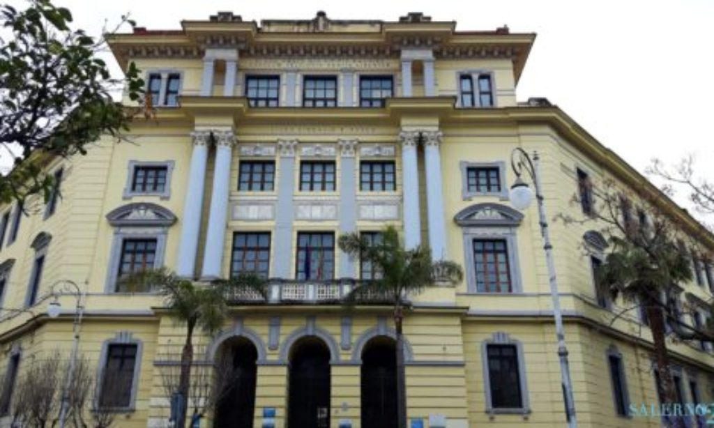 Disordini in Piazza San Francesco: spunta anche un coltello