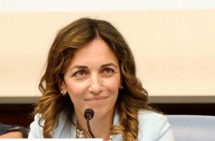 """M5S, Castellone: """"Tumori, parole di De Luca umiliano ricerca e mortificano malati"""""""