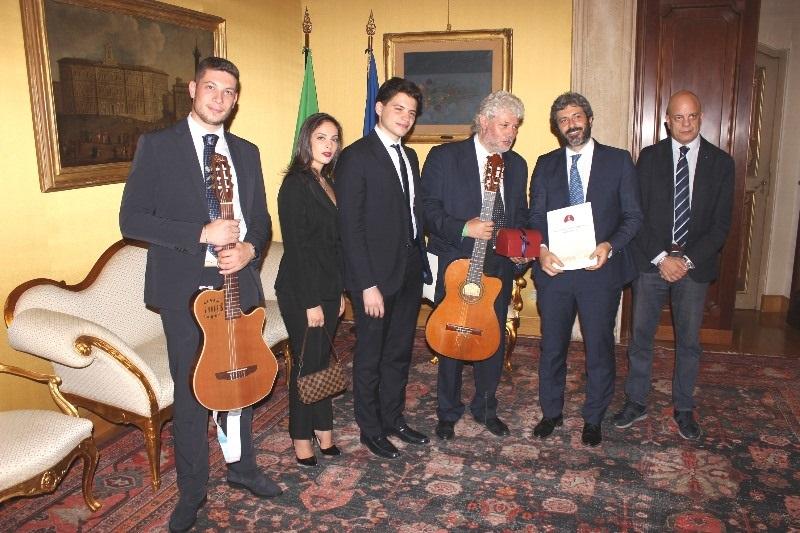 La scuola della canzone napoletana roberto murolo alla for Diretta dalla camera dei deputati