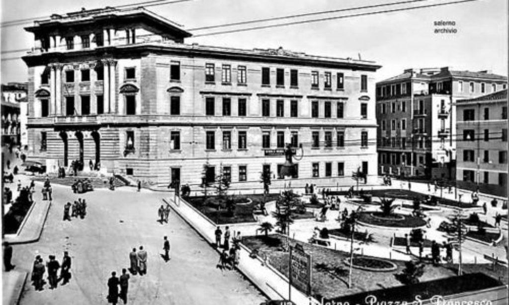 Salerno: Piazza San Francesco e la sua fontana