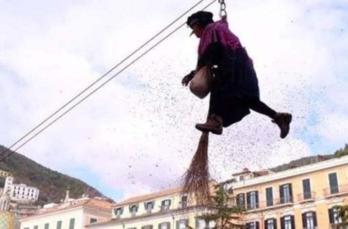 A Salerno la Befana scenderà da Palazzo di Città