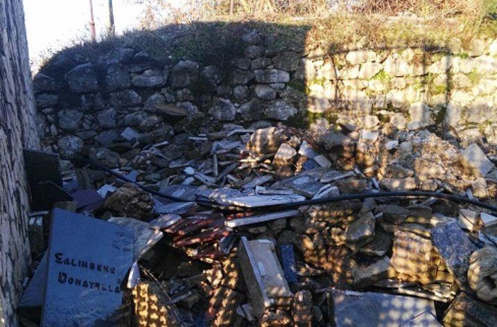 Buccino: scoperta discarica abusiva nel cimitero