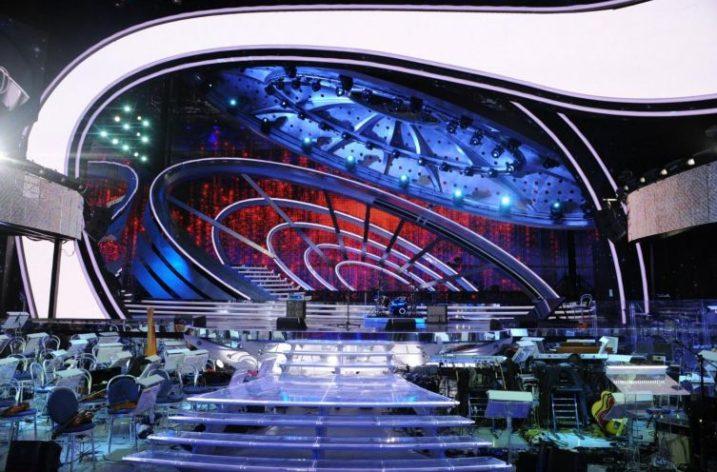 Sanremo: Tra polemiche e scivoloni, scenografie al passo con i tempi