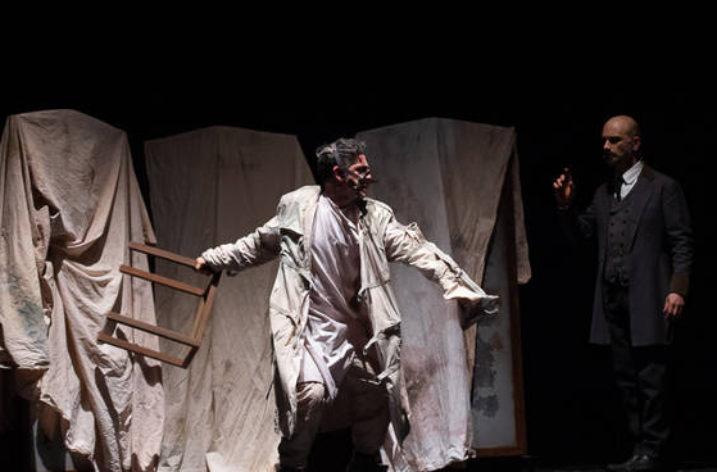 """Al Verdi di Salerno la paura si chiama """"Dracula"""" con Rubini e Lo Cascio"""