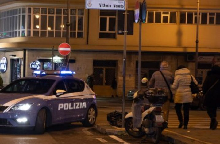 Extracomunitario aggredisce agenti in Piazza Vittorio Veneto, arrestato.