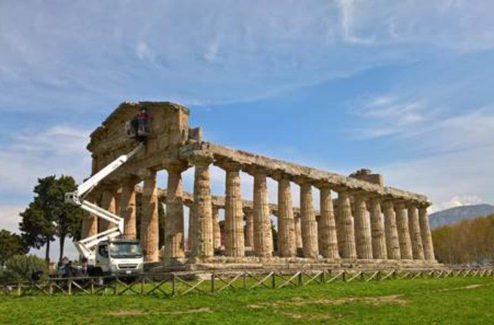 A Paestum si restaura il tempio di Athena