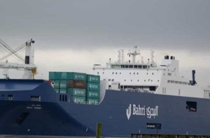 "A Genova ""guerra alla guerra"": vincono i portali, via la nave carica di armi"