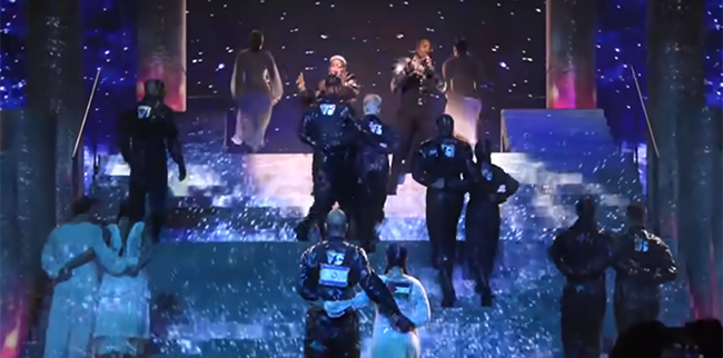 Madonna durante l'esibizione all'Eurovision 2019